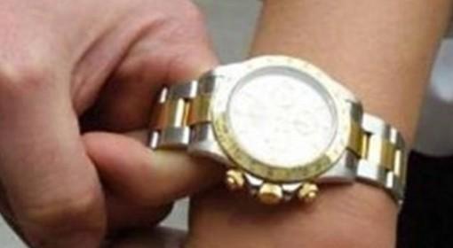 Garlasco: gli strappano il Rolex dal polso, ma è falso