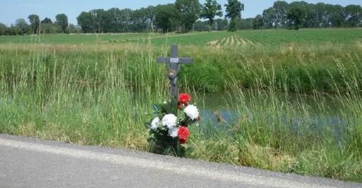 Robecco sul Naviglio: una Croce in ferro per ricordare Davide Noè a 5 anni dalla morte, realizzata da un amico