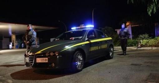Inveruno: inseguimento nella notte, Porsche si ribalta. Dentro c'erano 22mila euro, occupanti in fuga