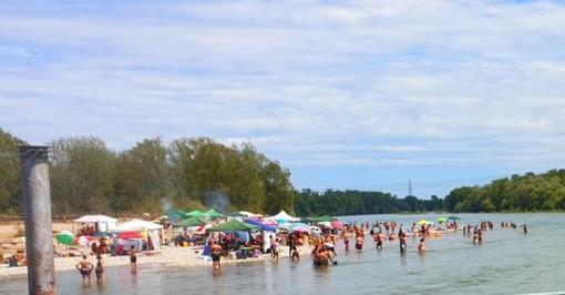 Niente vacanze per il covid? Spiaggette del Ticino prese d'assalto (Foto)