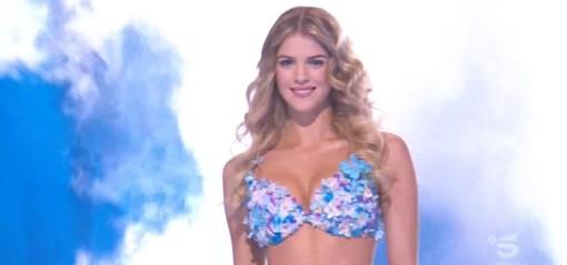 """Ad """"Avanti un altro"""" ha debuttato la garlaschese Sara Croce nella parte della """"bonas"""", nella trasmissione di Canale 5 condotta da Paolo Bonolis"""