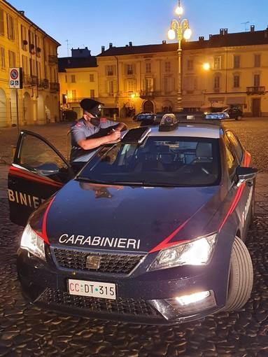 Voghera: manovre azzardate con l'auto in piazza Duomo, nei guai un giovane