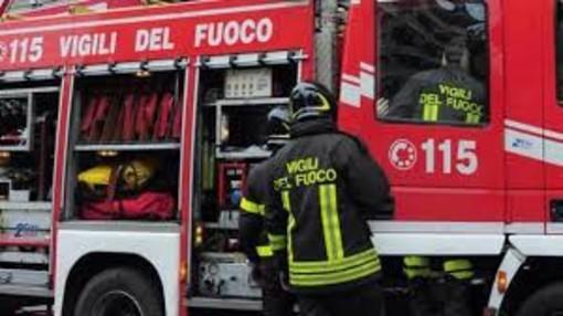 Brucia un furgone sull'autostrada A7 nei pressi di Gropello Cairoli, c'è il dubbio della matrice dolosa