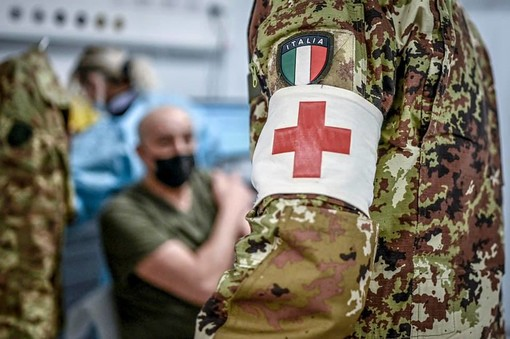 Vaccinazione personale scolastico: 120mila posti disponibili tra il 17 e il 21 luglio in Lombardia