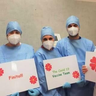 Nella foto: il dott. Giovanni Ferrari, Direttore dell'UOC di Medicina Interna dell'Ospedale di Broni-Stradella, con il Team per la vaccinazione anti Covid-19, al termine della campagna di somministrazione al personale dipendente ed ai collaboratori di ASST Pavia, presso il presidio Spoke